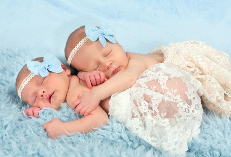 24 Rangkaian Ide Nama Bayi Kembar Perempuan Beserta Artinya