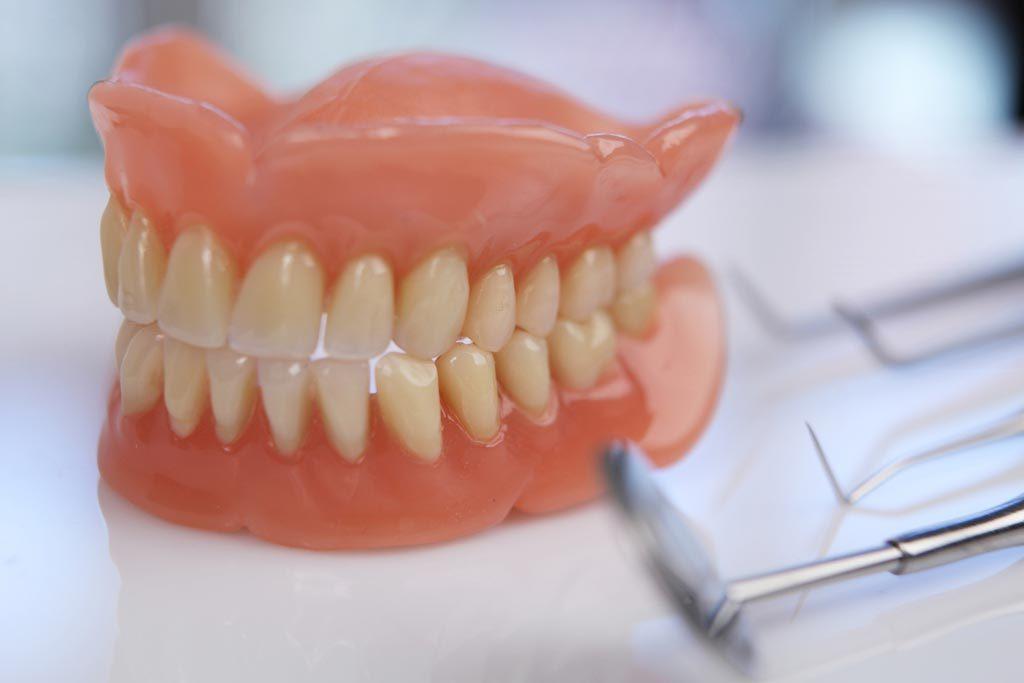 8 Jenis Perawatan Gigi yang Rutin Dilakukan oleh Dokter Gigi
