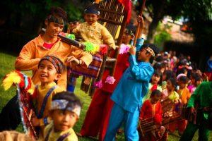 18 Lagu Daerah Jawa Barat, Lengkap dengan Lirik dan Videonya