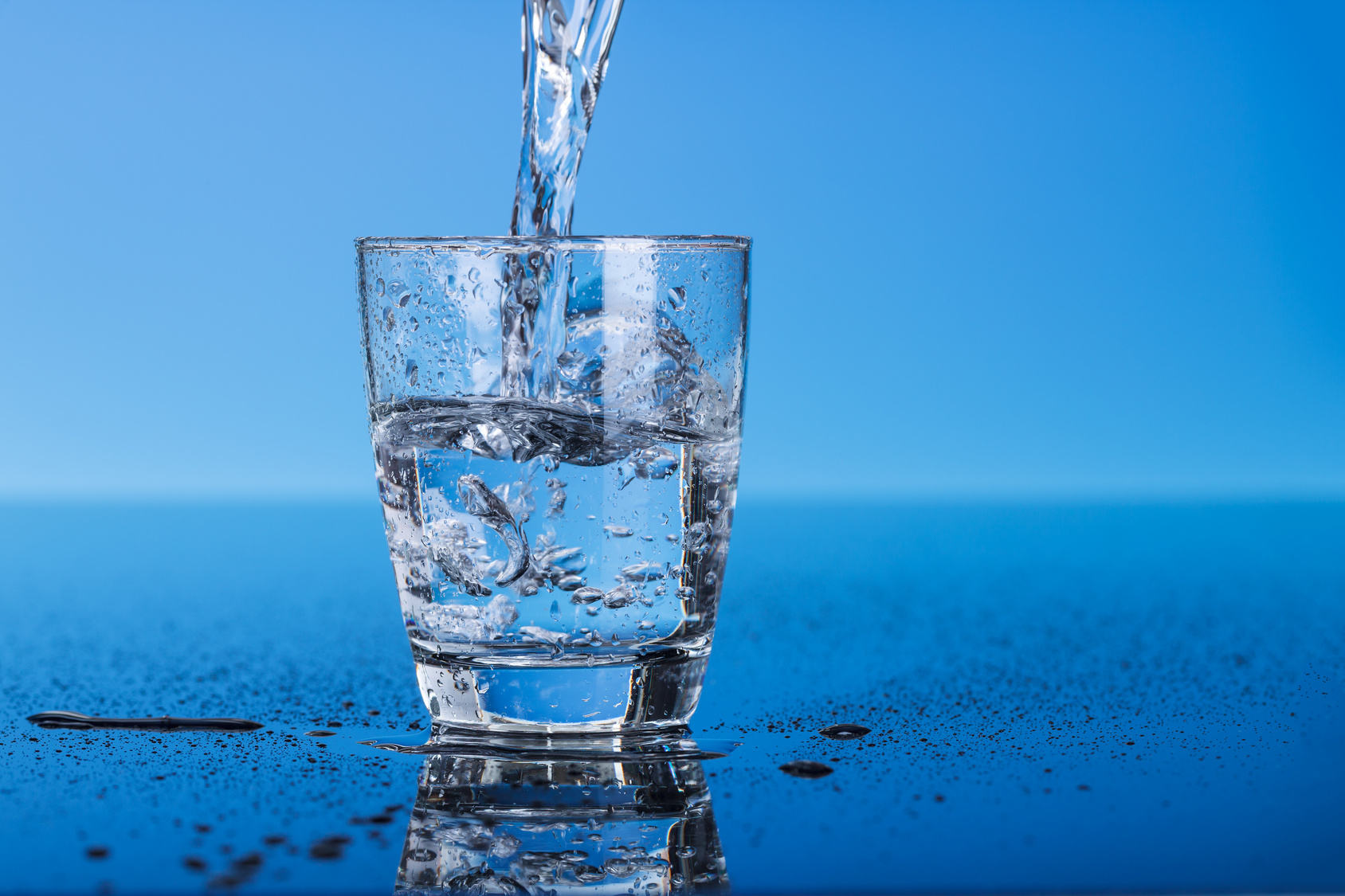 8 Manfaat Minum Air Putih bagi Kesehatan Tubuh Manusia