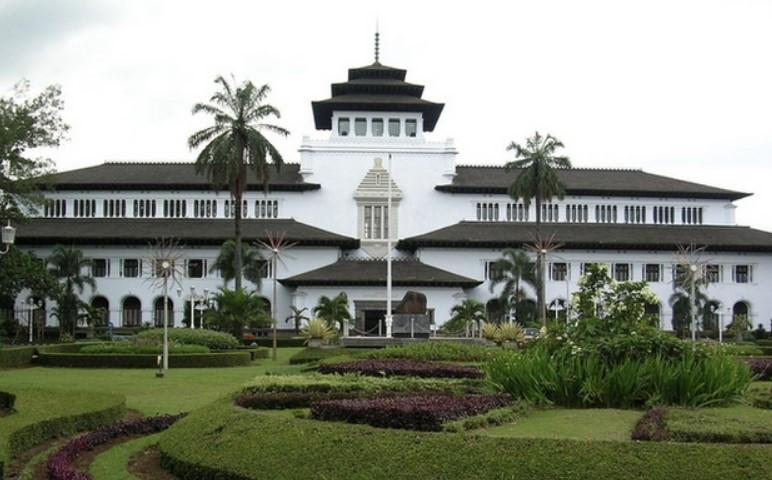 Profil Provinsi Jawa Barat | Sejarah, Logo, Letak Geografis, dan Potensi Alamnya