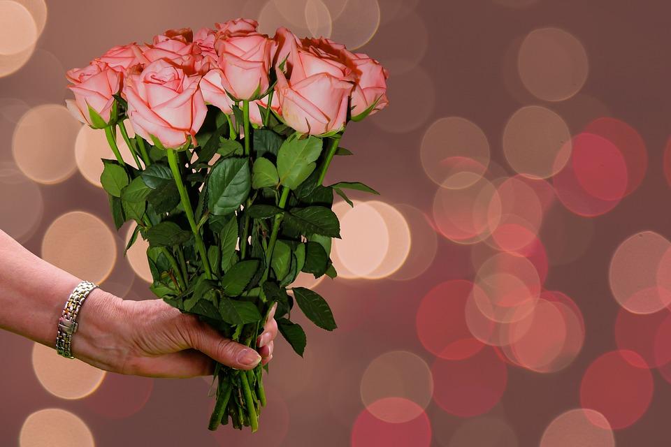 14 Contoh Pantun Cinta untuk Merayu Pacar/Kekasih | Romantis, Gombal dan Lucu