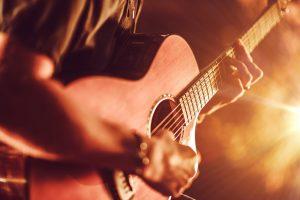 18 Pengertian Musik Menurut KBBI, Definisi Secara Umum dan Para Ahli