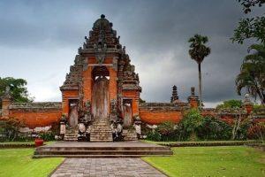 Kerajaan Bali | Napak Tilas Kisah Kesari Warmadewa hingga Udayana